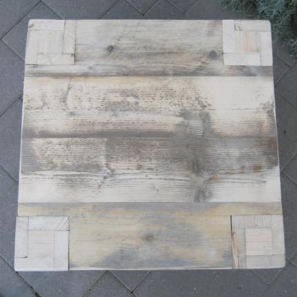 Tafel met poot door blad
