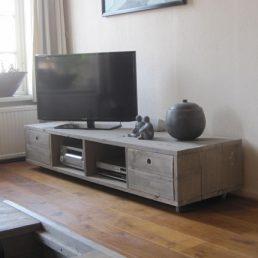 Handgemaakt rustiek meubel