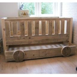 Kinderbed steigerhout